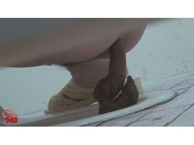トイレ隠撮 スイミングスクール女子のおしっこ&うんち 3