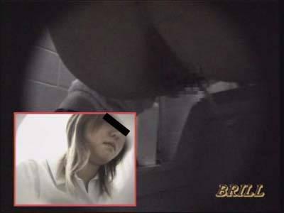 盗撮女子校生カラオケルームToilet肛門丸見えショット 1