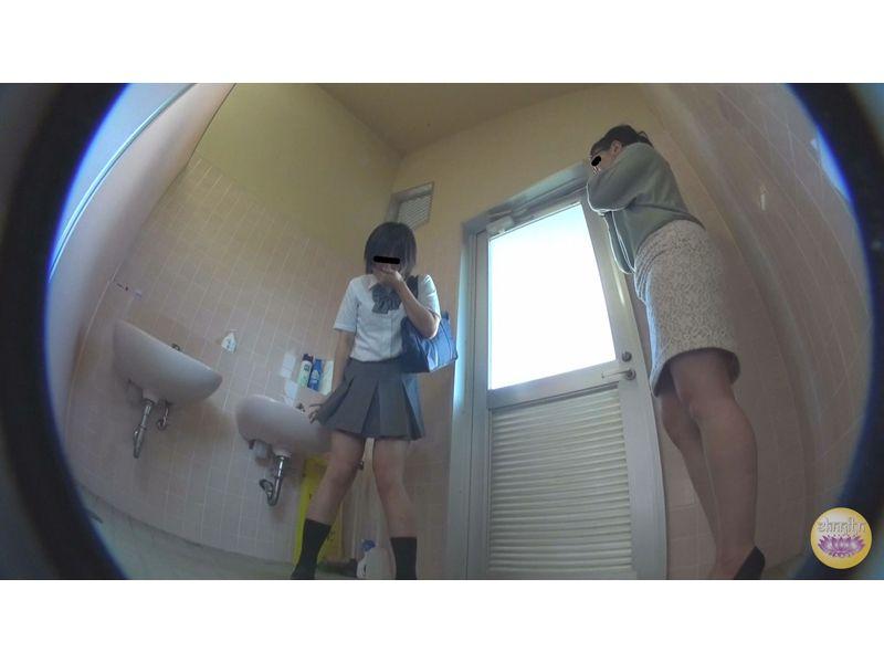 家庭内隠撮 不測の事態!トイレ足止めおしっこ漏らし 1