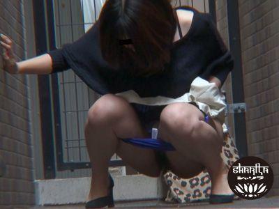 頻尿女子野ションPEEPING1 〜ガマン出来ない放尿常習犯〜 3