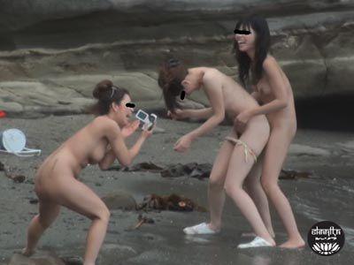 ピーピングヌーディスト放尿1 〜ビーチではじける裸体とおしっこ〜 4