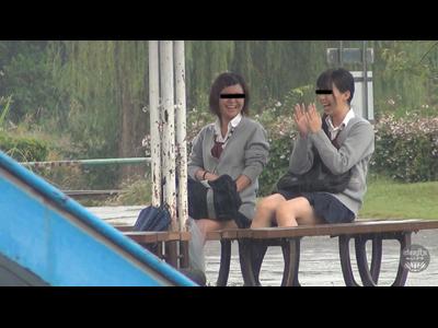 隠撮 女学生じゃれ合いっこ野ション 壱 3