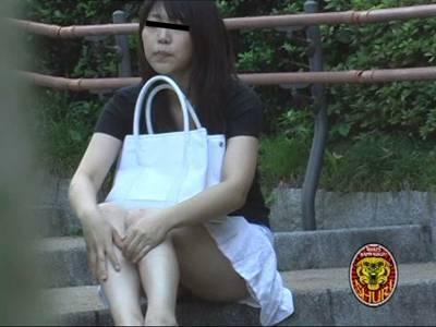強襲撮 素人娘パンツ狩り!!1 2