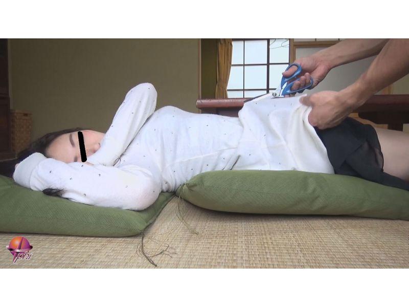 居眠り娘を白昼レ○プ4 1