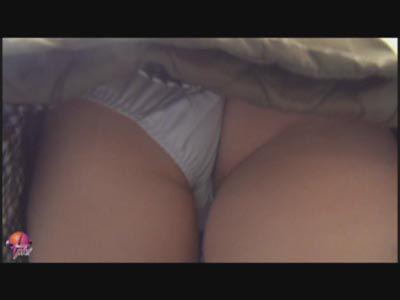 パンツまで数センチ!! 超接写 街中エロパン 〜スカートの中に突っ込んだ!ぶつかりそうな素人美人の下半身〜 3