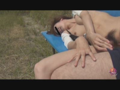 居眠り娘を白昼レイプ!!3 野外で暴れる支配欲 2