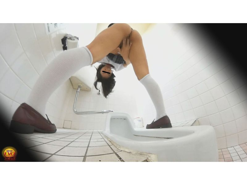 盗撮 塾のトイレ優等生のギャップ自慰 5