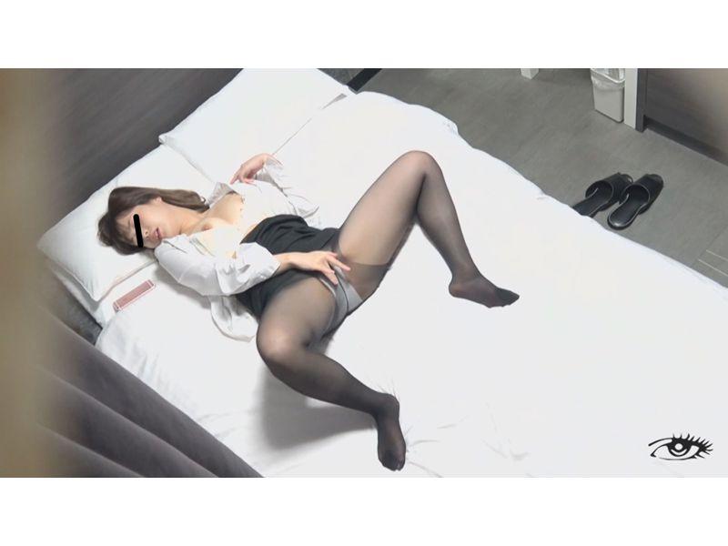 美女常習オナニスト ~つけまわし、暴かれた性体~ 1