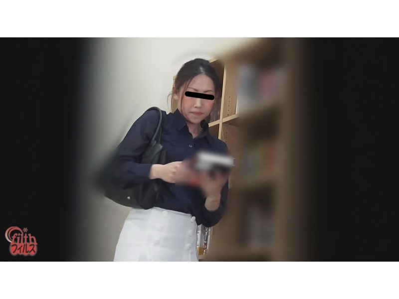 5カメ盗撮 図書館女の長ーいウンチ 1