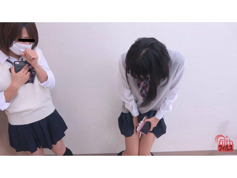 女子校トイレ前行列中おしっこ漏らし! 3