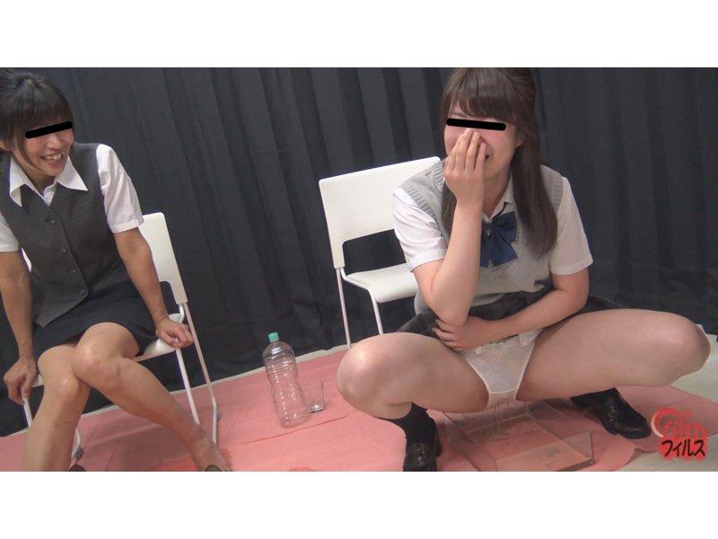 おしっこガマン極限対決 女子校生とOLのお漏らし勝負3 2