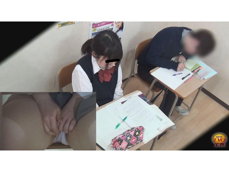 学習塾盗撮 授業中こっそり...オナニーする少女達 5