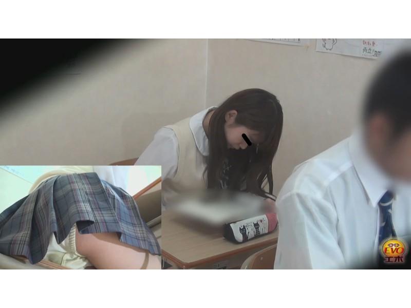 盗撮女子校生 授業中連発大おなら ~周りにバレてる大爆音~ 4