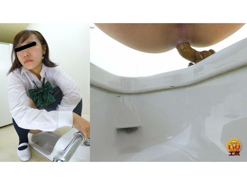 学校トイレ盗撮 女子校生の昼休み 急ぎめうんち 5