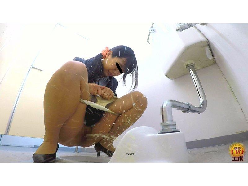社内盗撮 OLおしっこ我慢すべり込みトイレ3 5