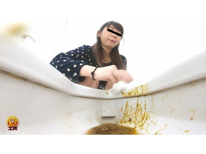 5カメトイレ盗撮 良いうんこと汚いおならの女達2 ずっと便が付いているヒクヒク肛門 2
