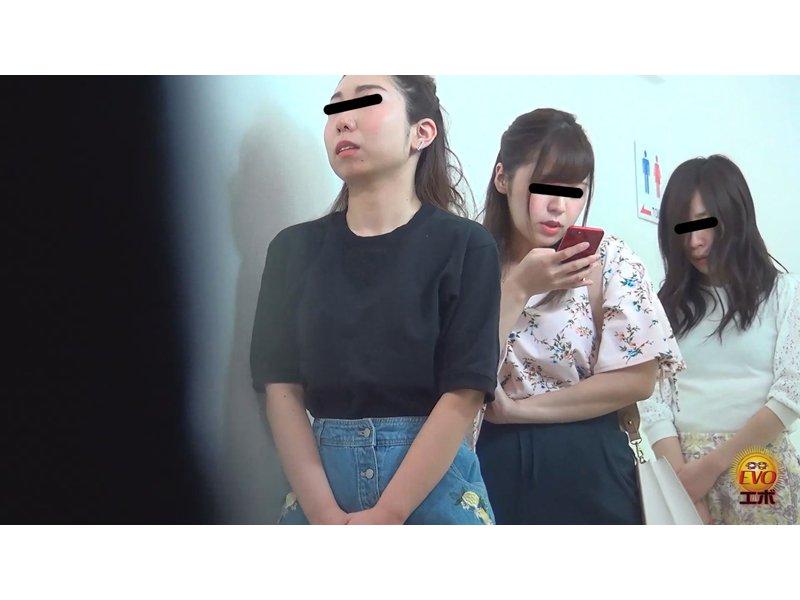 街中公衆トイレ人気スポット!!大放尿行列3 ~並ぶほどにモジモジ・苦悶顔の美女達~ 2