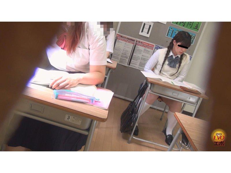 学習塾盗撮 授業中に滴るおしっこお漏らし3 5